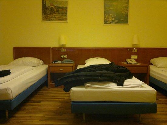 Monopol Hotel Frankfurt: Habitación