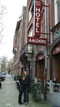 Hotel Aalders: Entrance to the hotel