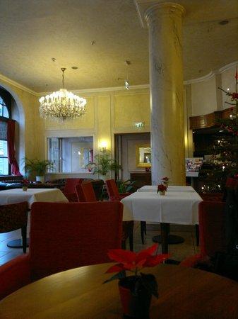 Monopol Hotel Frankfurt: Salón-recepción