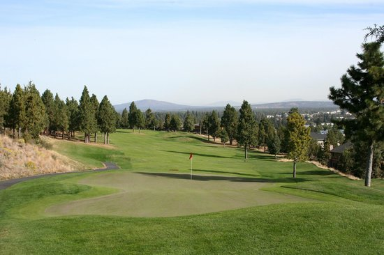 Fairfield Inn & Suites Bend Downtown: Golf Course in Bend, Oregon