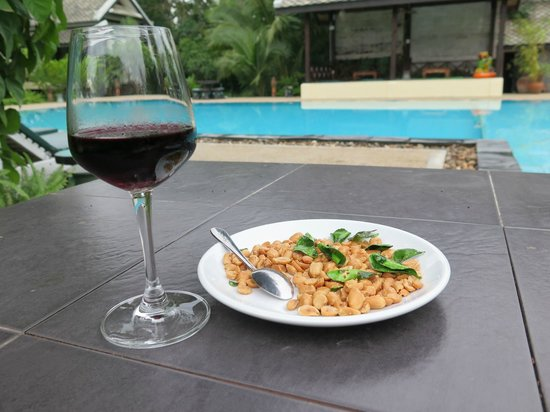 Luang Prabang Paradise Resort: Apero beim Pool