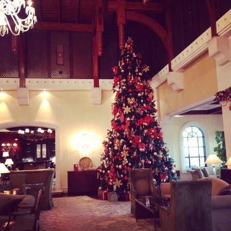 The Ritz-Carlton, Dubai : Christmas tree in Ritz Carlton Dubai