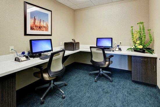 Candlewood Suites Manhattan : 24 hour business center