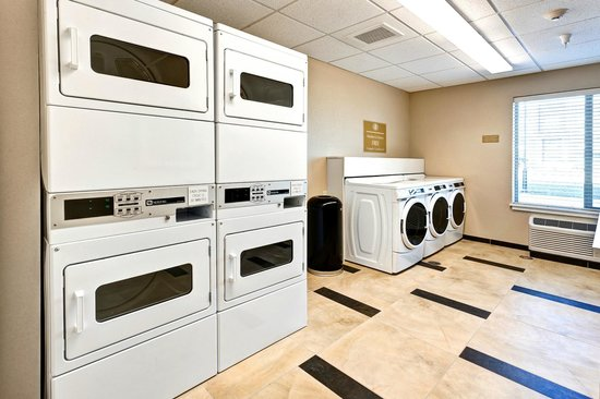 Candlewood Suites Manhattan : Free Guest Laundry Room