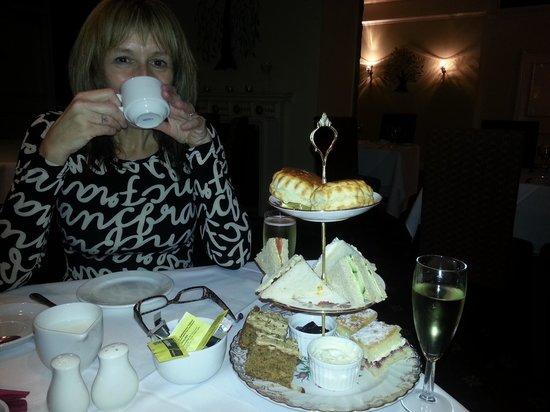 Lark Bar & Restaurant: A lovely afternoon tea