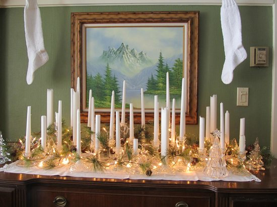 Waller House Inn: Original sideboard in dining room dressed for Christmas