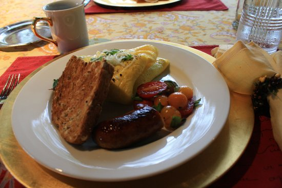 The Welsh Hills Inn: Gorgeous breakfast presentation