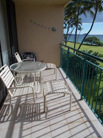 Punahoa Beach Apartments: Lanai of Unit 303