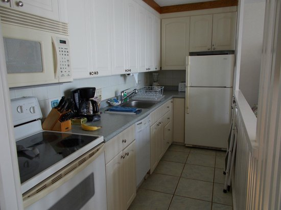 Punahoa Beach Apartments: Very workable galley kitchen, Unit 303