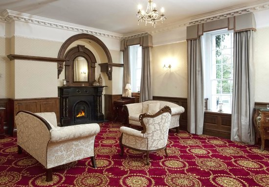 Celbridge Manor Hotel: Our cosy drawing room