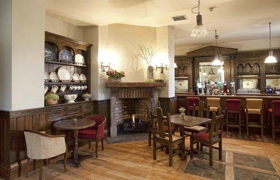Celbridge Manor Hotel: A quiet relaxing corner in our Schoolhouse Bar