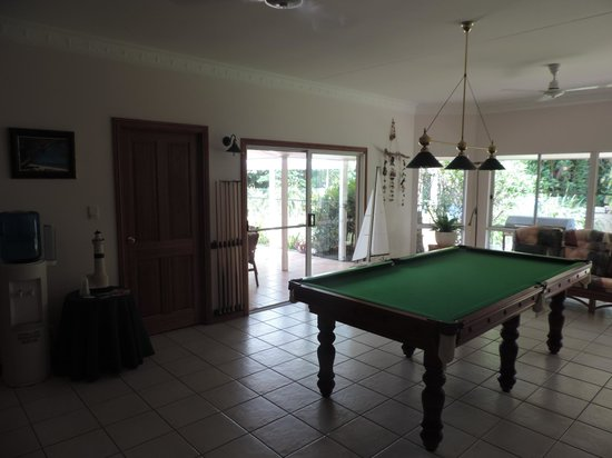 A Tropical Escape B&B: pool table