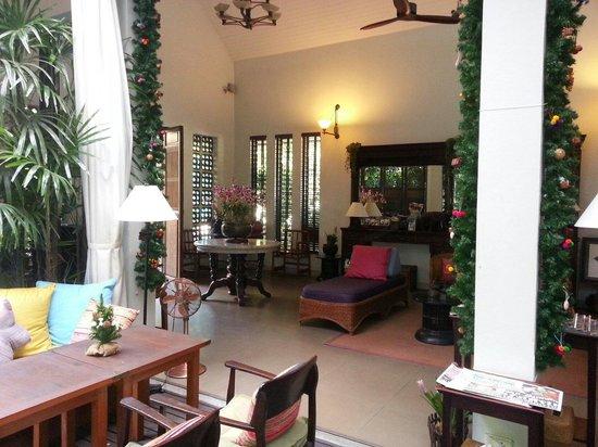 Baan Klang Wiang: Front Foyer