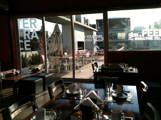 Five Cool Rooms: Área do café da manhã c/ terraço