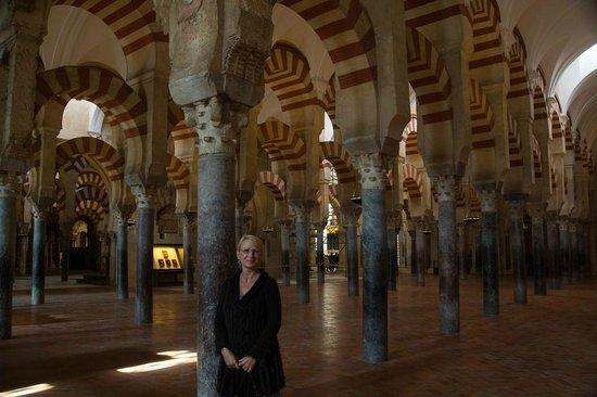 Mezquita Cathedral de Cordoba: Oooo arches, again .....