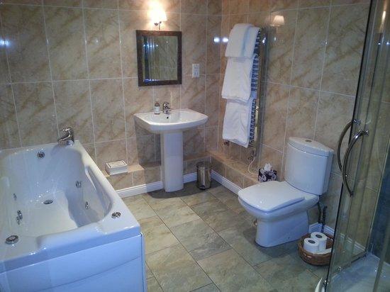 Moss Grove Organic : bathroom