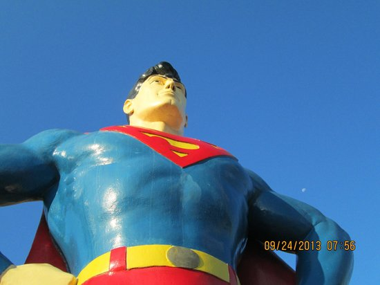 Super 8 Metropolis: Superman and Lois Lane are nearby