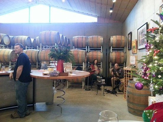 Tiger Mountain Vineyards: Music in the tasting room
