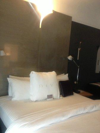 Hotel Diva: Letto con ottima biancheria