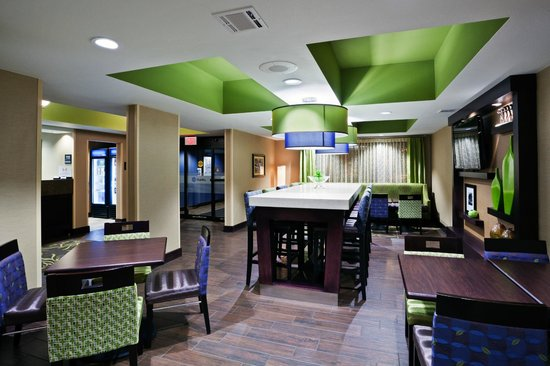Hampton Inn Sioux Falls: Perfect Mix Lobby and Dining
