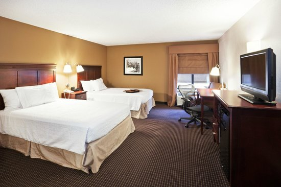 "Hampton Inn Sioux Falls: 2 Queens, refrigerator, microwave, coffee maker and 32"" HDTV"