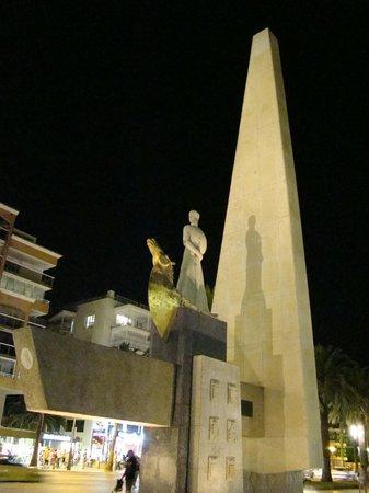 Eurosalou Hotel : Памятник Хайме I