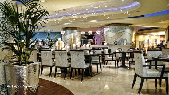 Coral All Day Dining : The beautiful interior of the Coral