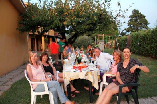 """Agriturismo """"La Conte"""" : Nosotros disfrutando de la cena al aire libre"""