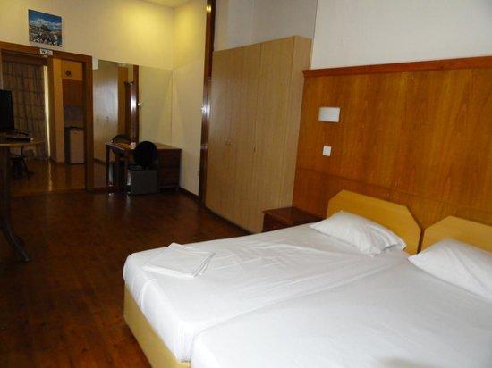 Tuck Inn: Room