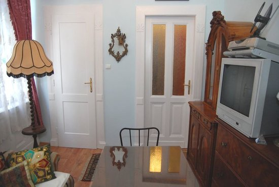 Central Square Apartments: Room 2