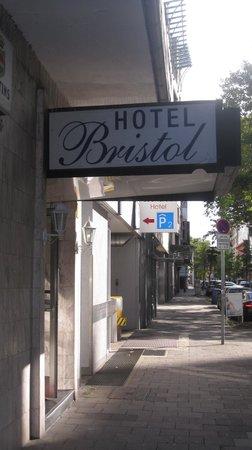 Hotel Bristol: Hotel front