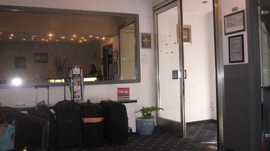 Hotel Bristol: Hotel Lobby