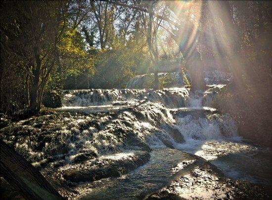 Hotel Monasterio de Piedra & Spa: Cuando la luz se desliza por el agua...