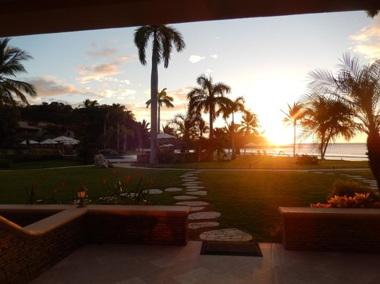 Palms Residence Villas: Sunset from our livingroom