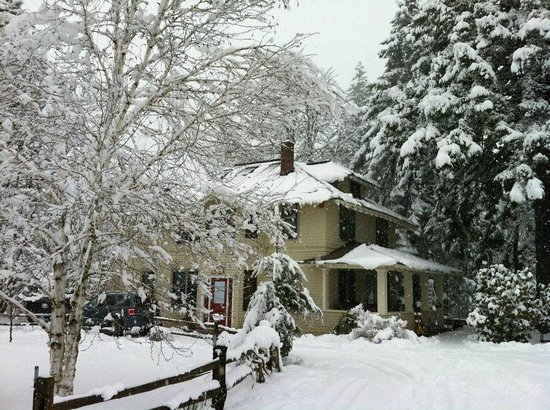 Old Parkdale Inn: The Old Parkdale In in Winter