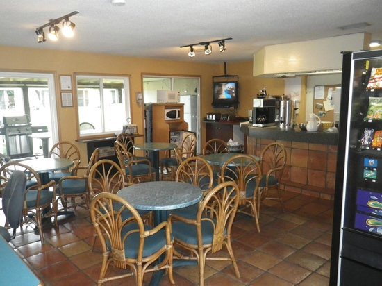 "Okanagan Seasons Resort: ""Coffee Corner"" breakfast room"
