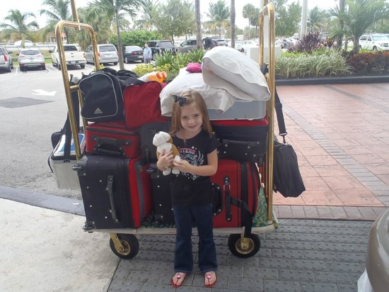 Courtyard Miami Airport: Checking in....with lots of luggage....