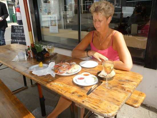The Fish House Shop: Outside seating in the summer sun