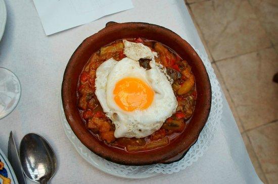 Museo Agricola de Ubeda: Huevo con pisto ( amargo)