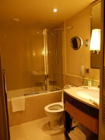 Renaissance Paris Vendome Hotel: Bathroom Room 106