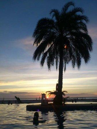 Punta Blanca Hotel: sunset at paradise