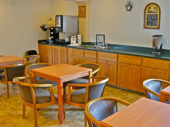 Americas Best Value Inn Pendleton: Breakfast area
