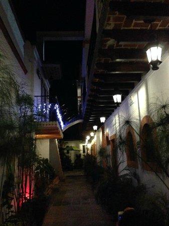 Hotel Quinta Rio Queretaro: Vista de noche