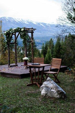 Cedar House Restaurant & Chalets : Wedding platform