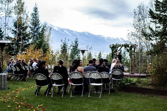 Cedar House Restaurant & Chalets: Ceremony Site