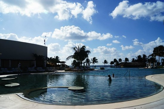 Grand Velas Riviera Maya: Pool at Ambassador