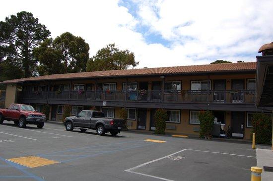 Super 8 Monterey/Carmel: The main building