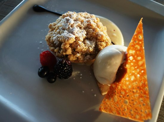 Grand Velas Riviera Maya: A perfet apple pie tart at Azul, a la carta
