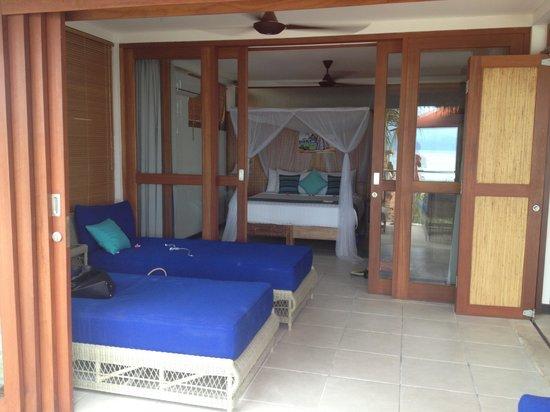 Lembongan Harmony Villas: looking into main bedroom
