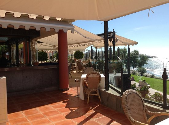 IBEROSTAR Grand Hotel Salome: Pool bar = lovely for lunch or afternoon tea